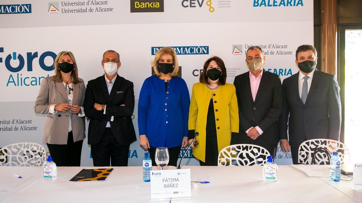 Fátima Báñez insiste en la necesidad de acelerar la vacunación para favorecer la recuperación económica