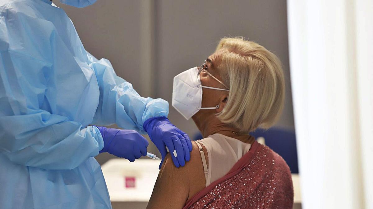 Vacunación en el Palacio de Ferias de la capital malagueña