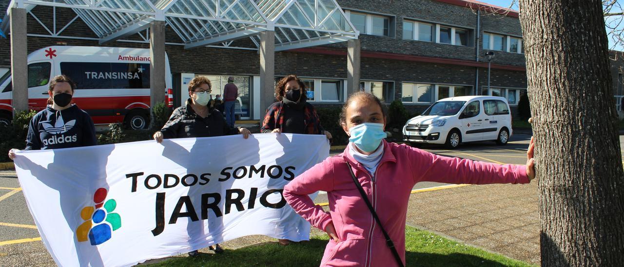 """Mar Villanueva, en primer término, con las mujeres que la han apoyado a impulsar el movimiento """"Todos somos Jarrio"""""""