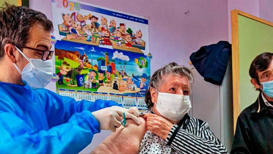 Los contagios en los geriátricos caen hasta los niveles de octubre y el 82% de los centros está libre de covid
