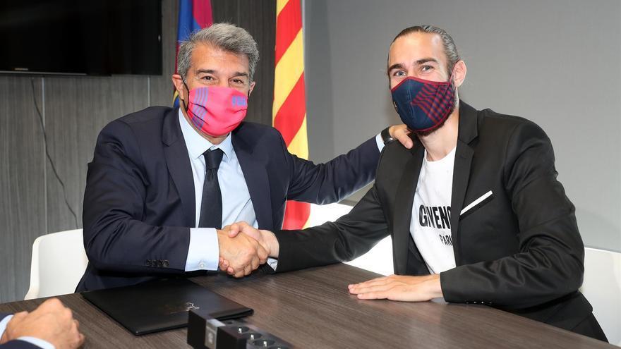 El Barça renueva a Mingueza dos años más