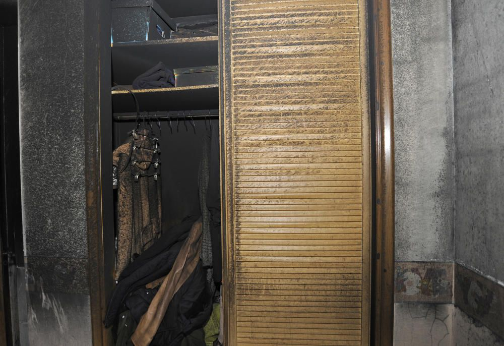 Los vecinos de los pisos afectados por el incendio de Silleda acometen limpiezas y recuento de daños. Algunos tardarán tiempo
