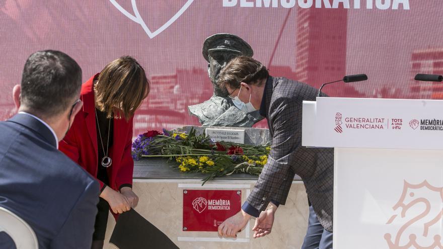 Ximo Puig enumera «nuevos peligros» en el homenaje a víctimas de la Guerra y la dictadura