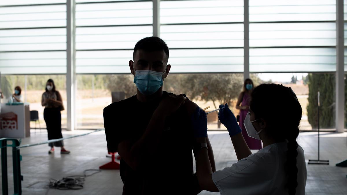 Vacunación contra el coronavirus en el recinto feria Ifeza de Zamora.