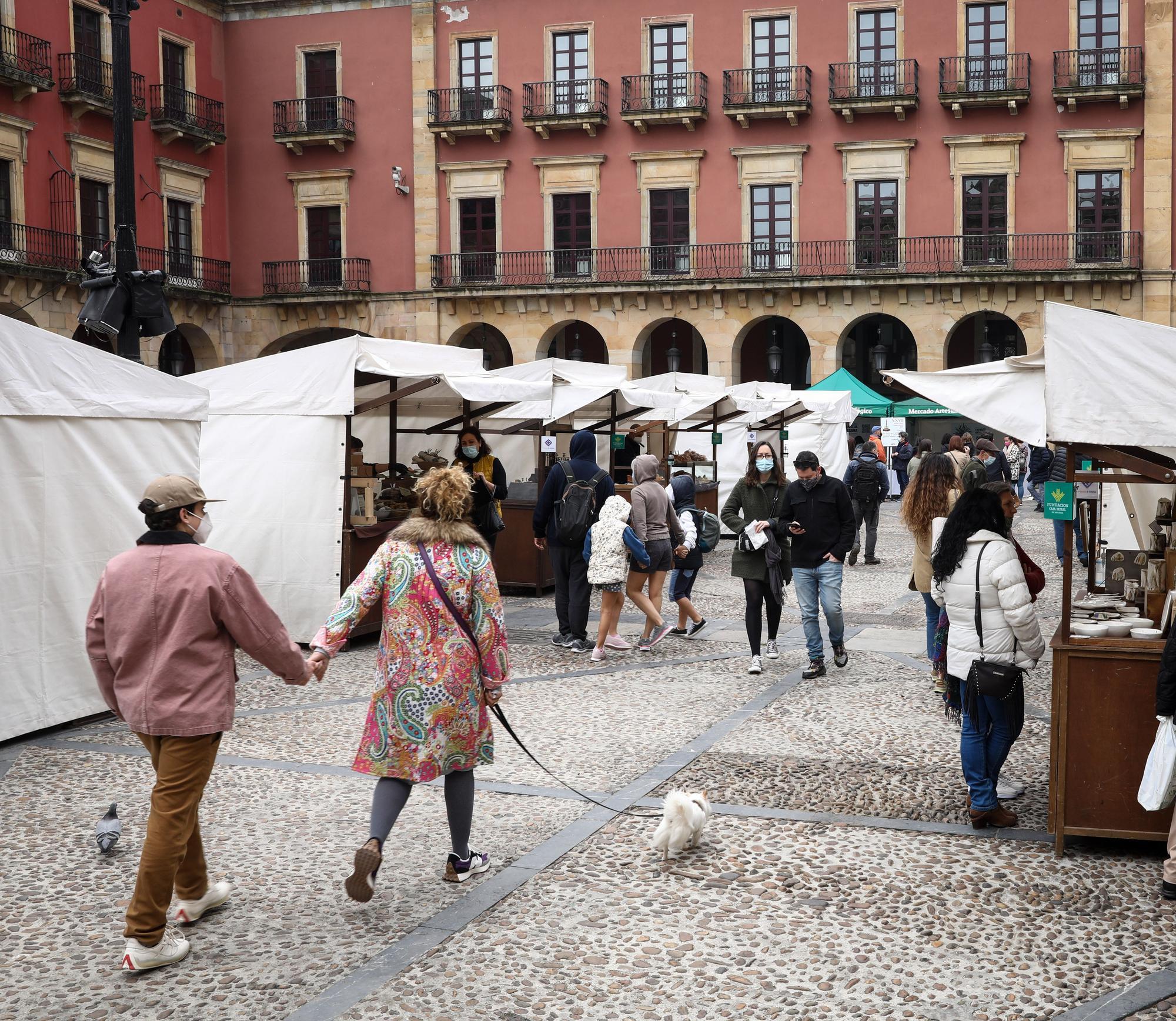 Ambiente en Gijón en Sábado Santo