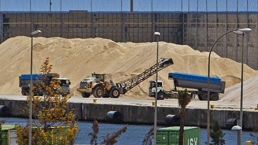 El Puerto refuerza el muelle de los graneles con medidas para prevenir seísmos