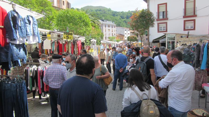 Asturias va saliendo del ambiente de pandemia: gran jornada dominical en Cangas de Onís y Covadonga, en día de comuniones