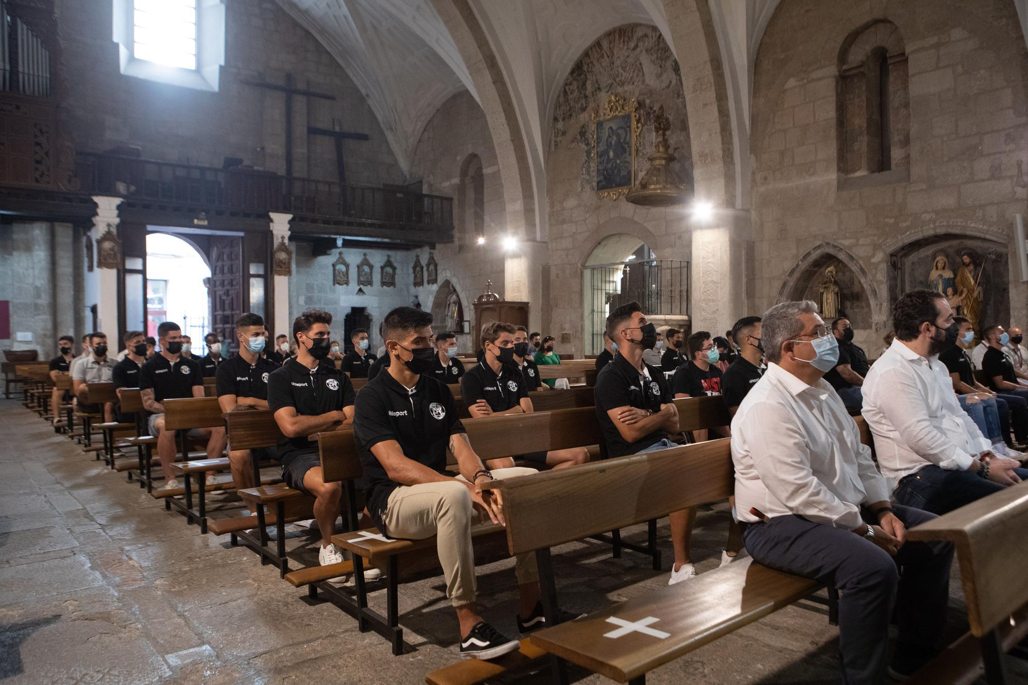 GALERÍA   Ofrenda del Zamora CF a la Virgen de la Concha