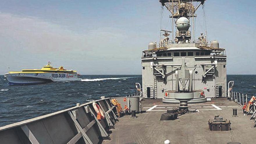 La Armada protege de los piratas a un ferry de Fred. Olsen rumbo a Canarias
