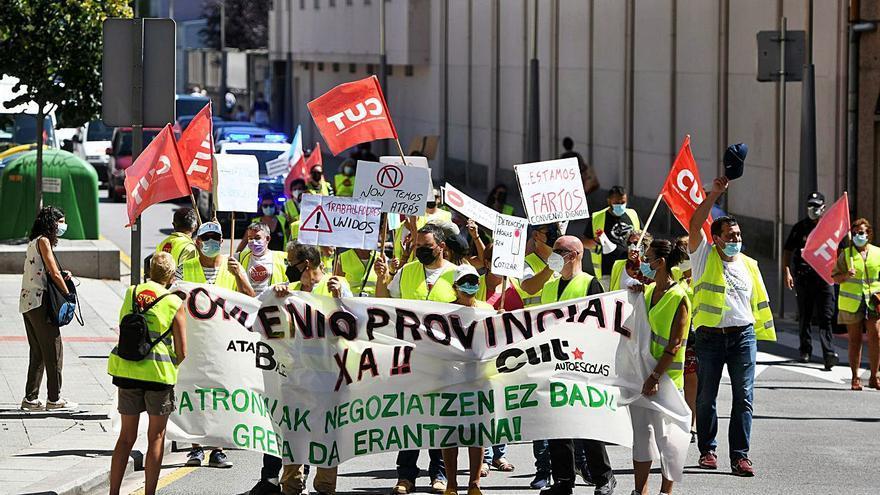 Trabajadores de autoescuelas se manifiestan contra la precariedad laboral