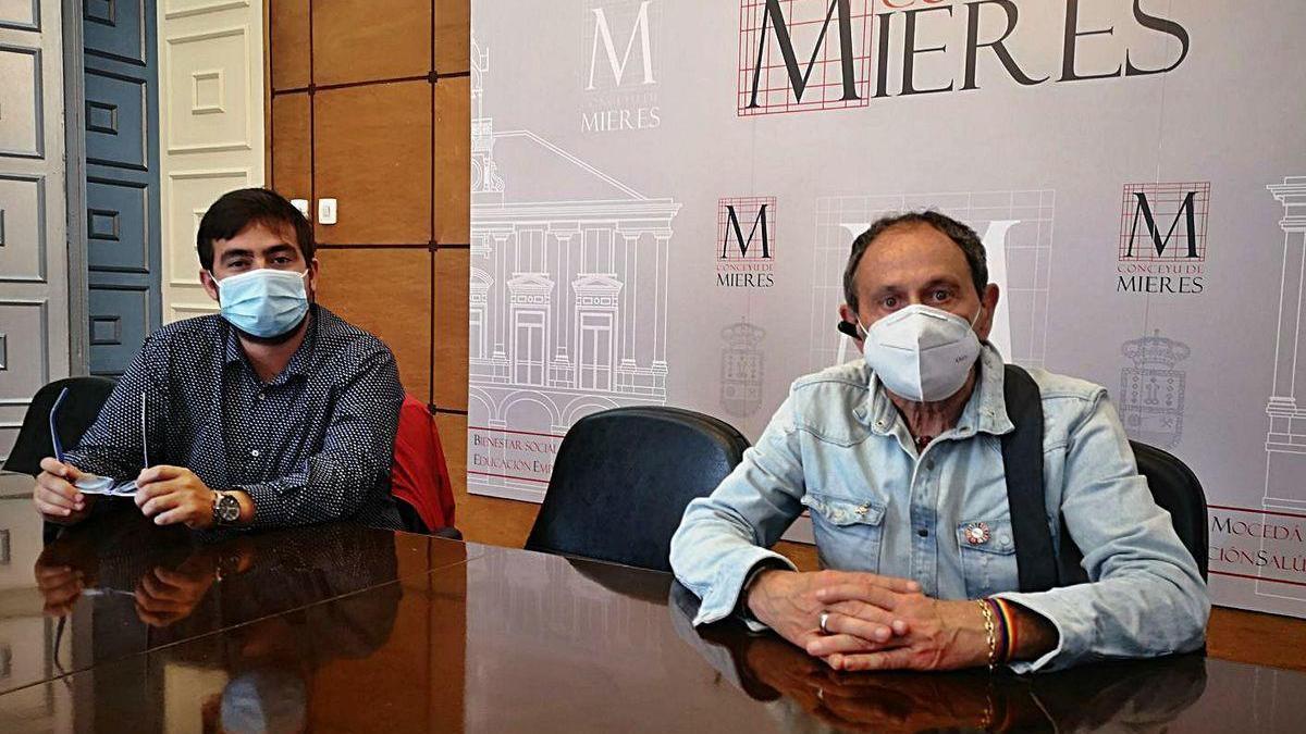 Sergio Gutiérrez y José María Prieto, en la presentación del encuentro, ayer, en el Ayuntamiento.