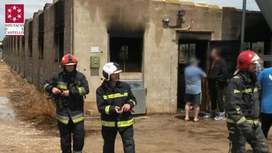 Mueren 200 cerdos en el incendio de una granja por un rayo en la Salzadella