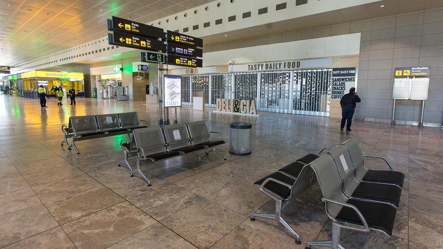 La tercera ola del coronavirus devuelve al aeropuerto de Alicante-Elche a los tiempos del confinamiento