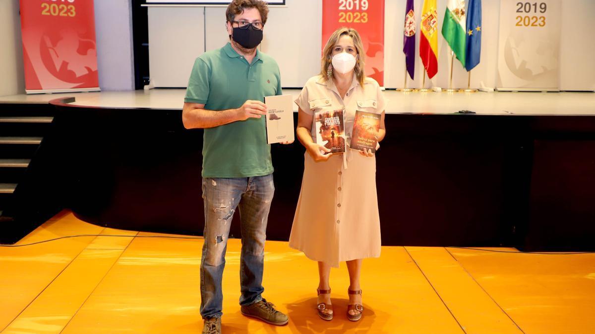 Fran Camacho y Salud Navajas, diputada provincial de Cultura..