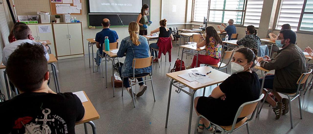La Conselleria de Educación olvidó incluir al profesorado que ha aprobado la oposiciones. | JOSE NAVARRO