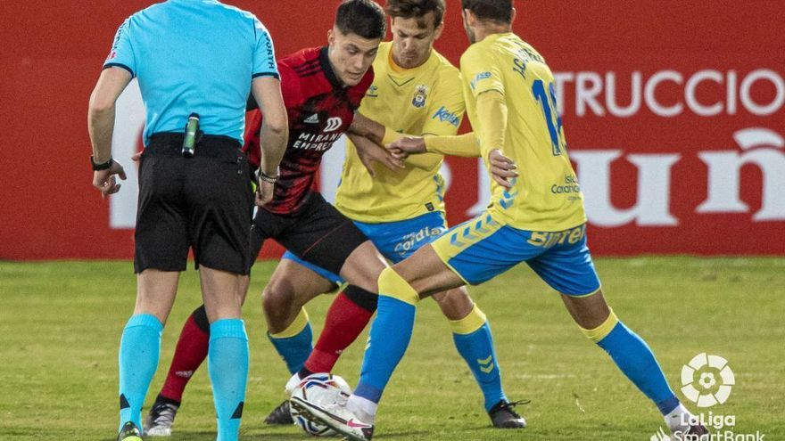 La UD Las Palmas domina pero no ejecuta ante el Mirandés (2-0)