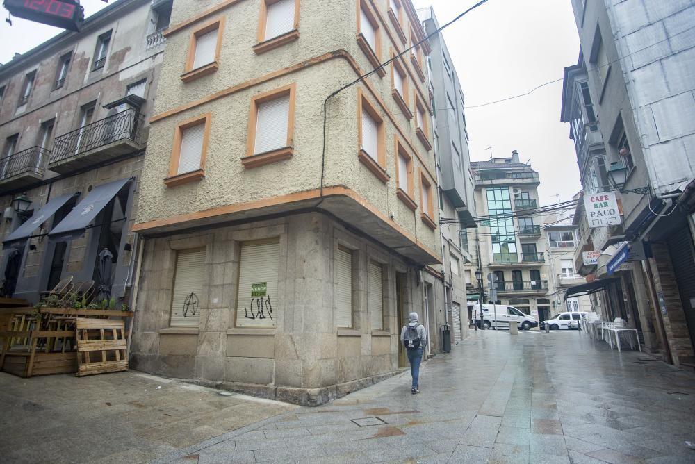 Comercios y hostelería vacíos por las restricciones en Ourense. / Iñaki Osorio