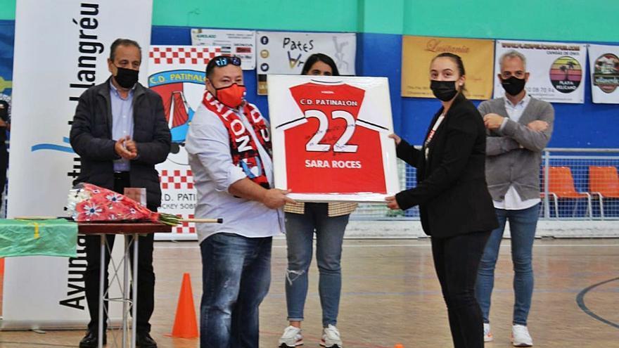Langreo homenajea a Sara Roces, campeona de Europa de hockey
