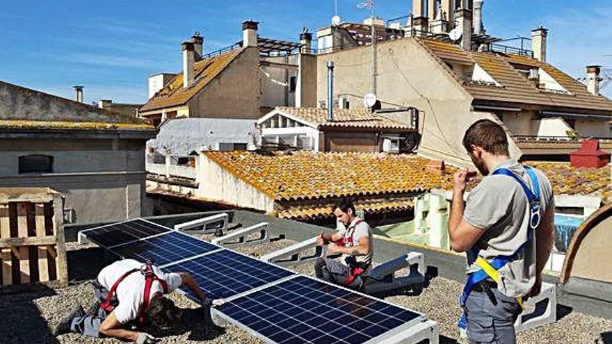 Palamós instal·la 14 plaques solars a l'ajuntament