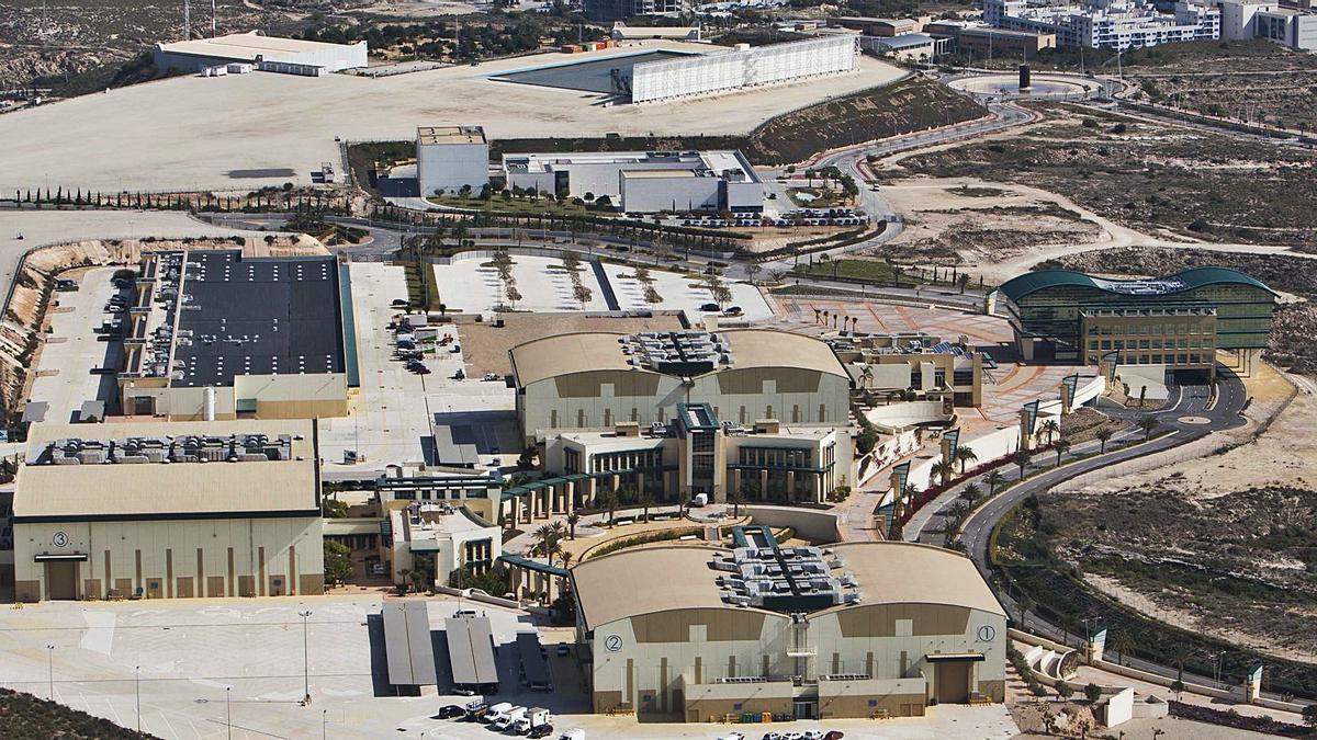 Imagen aérea de Ciudad de la Luz en Alicante, donde está previsto que se lleve a cabo la vacunación masiva a partir de abril.
