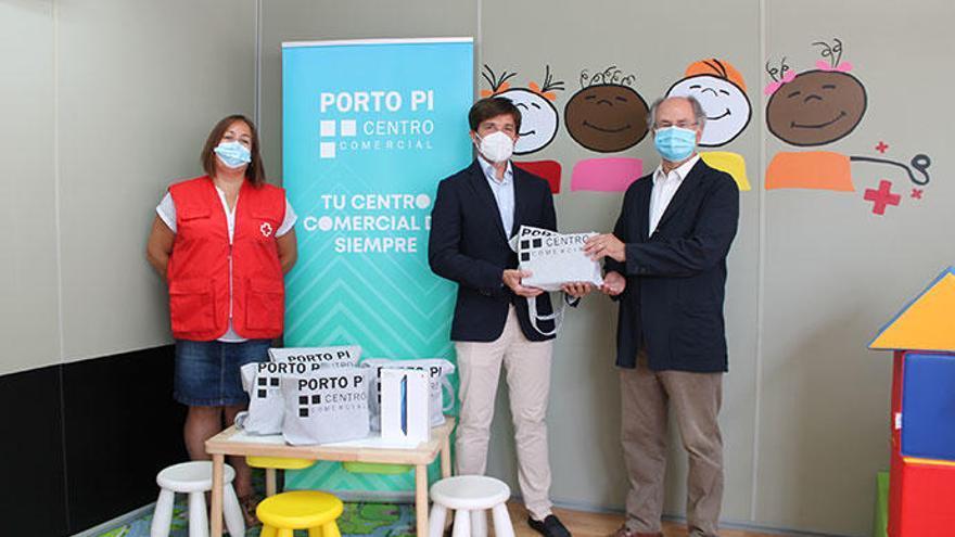 Porto Pi dona a Cruz Roja Juventud tablets y becas para el campamento de verano que podrán disfrutar más de 50 familias