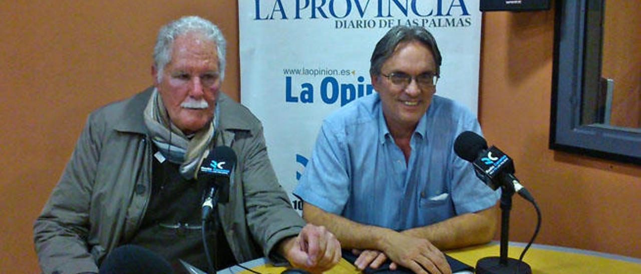 Francisco Macías (izquierda) y Antonio Esparragón (derecha), en una entrevista realizada en Radio Canarias.