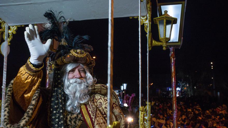 Los pajes de los Reyes Magos Magos repartirán caramelos a domicilio a todos los niños de Ourense