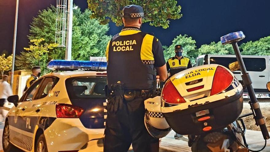 La Policía Local desmantela una fiesta con 36 jóvenes en un céntrico piso de Elda