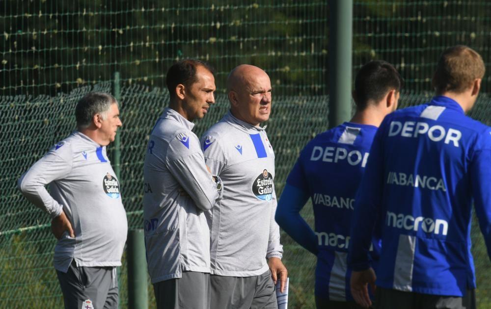 El nuevo técnico blanquiazul llega a A Coruña decidido a sacar al equipo coruñés de donde está -antepenúltimo en su categoría- y lograr el objetivo de estar entre los seis primeros clasificados.