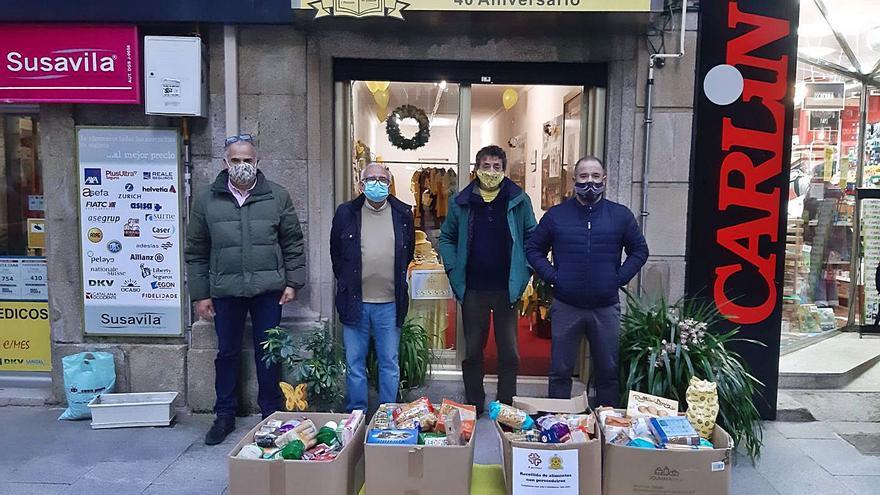 El Grupo Casa Paco reúne 300 kilos de alimentos para donar a Cáritas