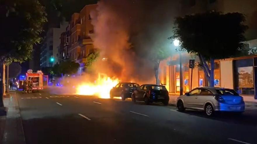 Así extinguieron un incendio vandálico en Tomás Morales