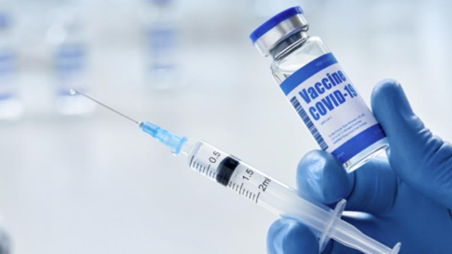 Els grups d'alt risc per malaltia greu es vacunaran simultàniament a la franja d'edat de 70 a 79 anys