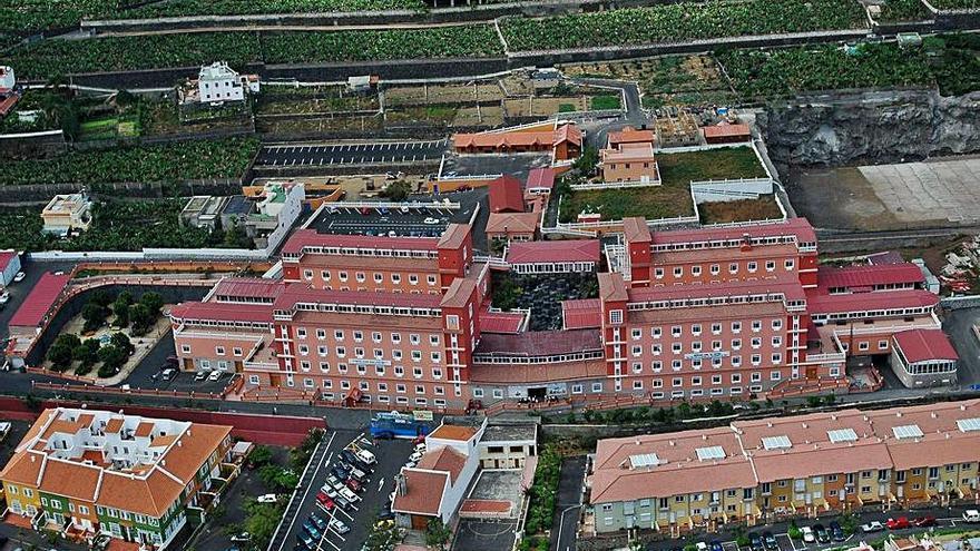 La dirección de la residencia de Tenerife defiende la idoneidad de su protocolo