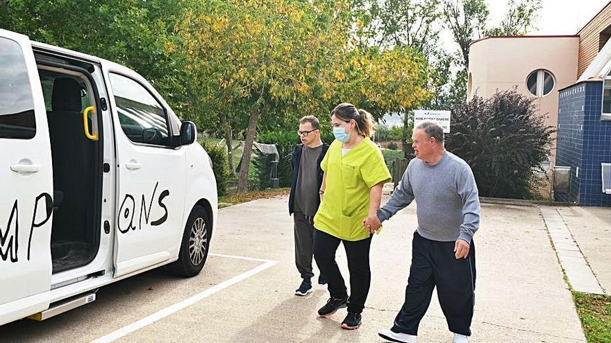 Ampans forma professionals per a l'atenció de dependents per discapacitat o vellesa
