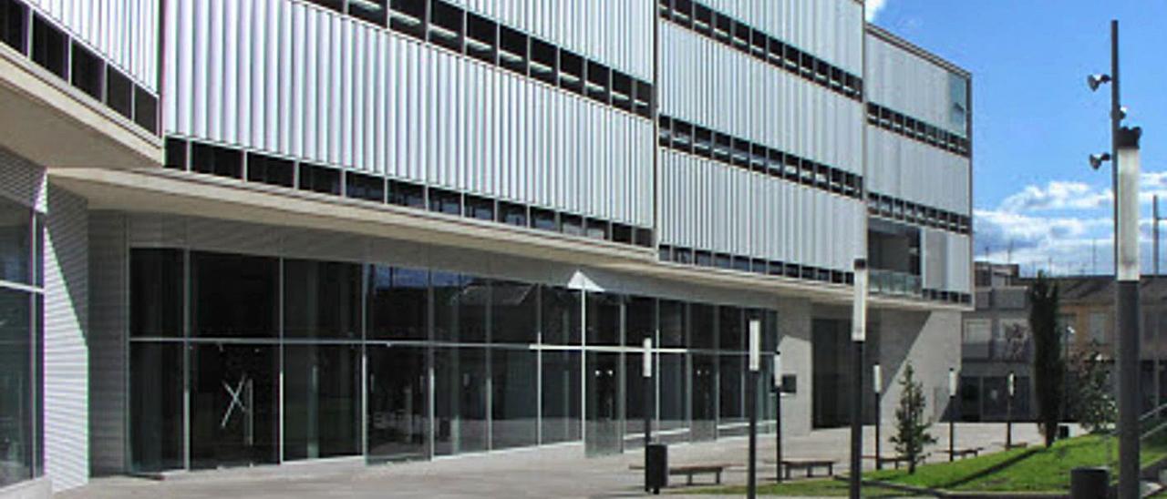 La plaza de la Comunidad Valenciana, el centro neurálgico administrativo de San Vicente.