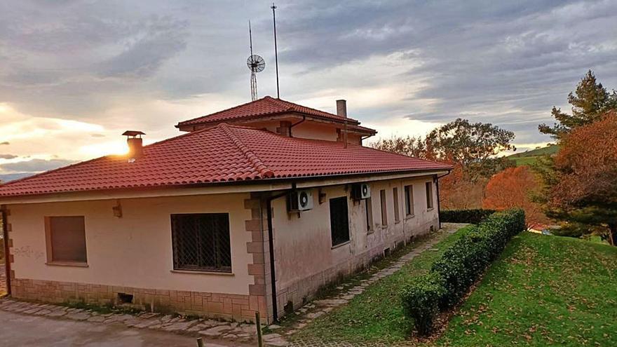 El chalé municipal del Pura Tomás ya luce su nuevo tejado reparado