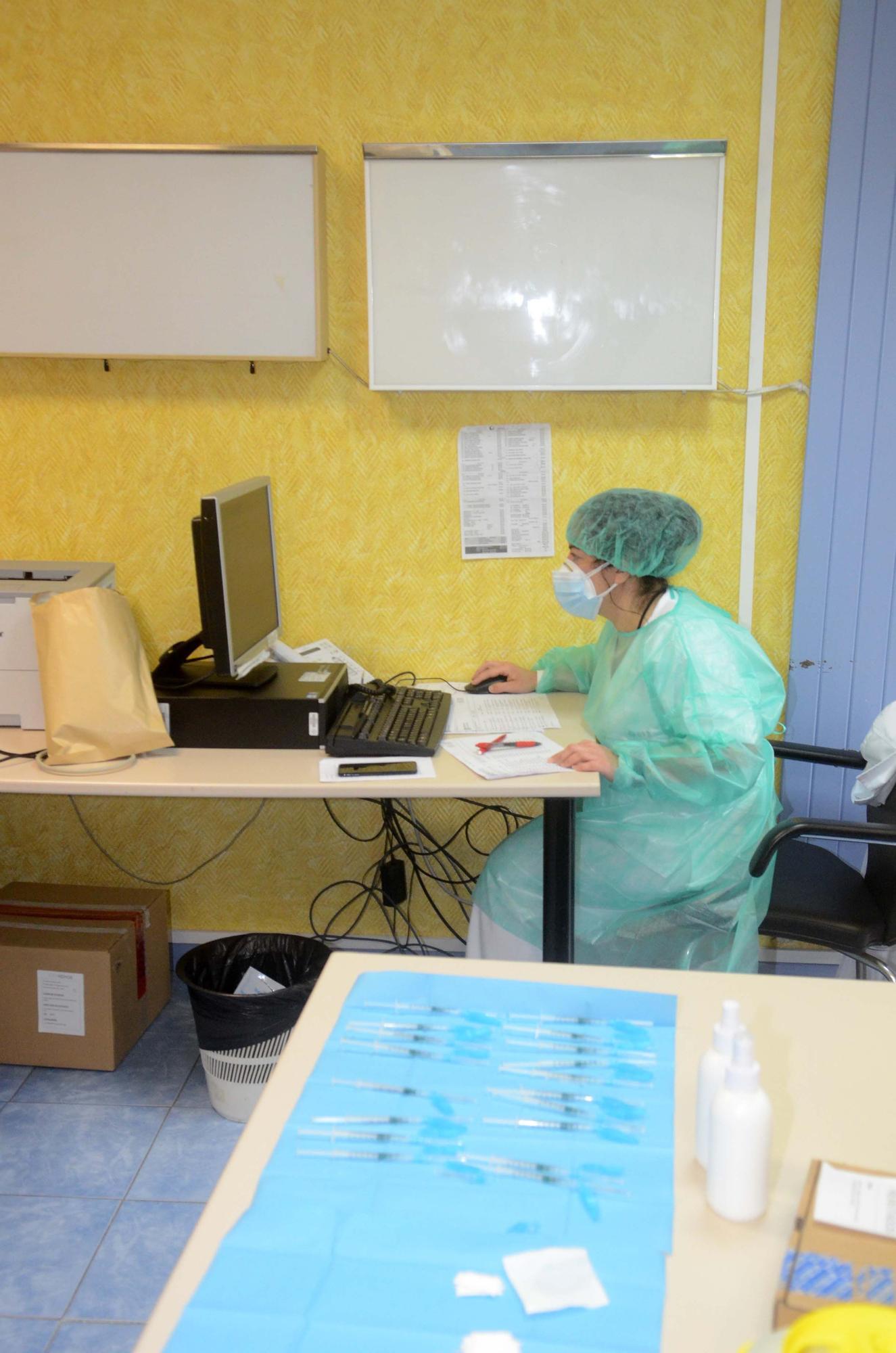 Vacunación COVID en el centro de salud de Vilagarcía