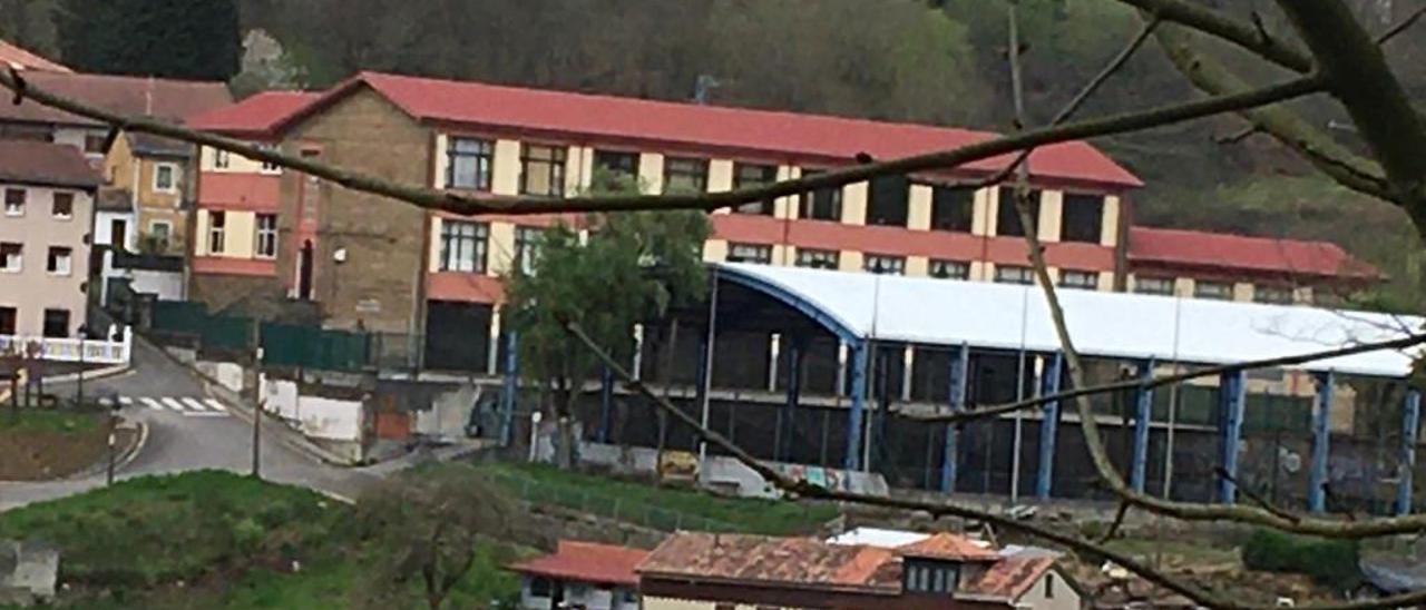 El colegio público de Tuilla.