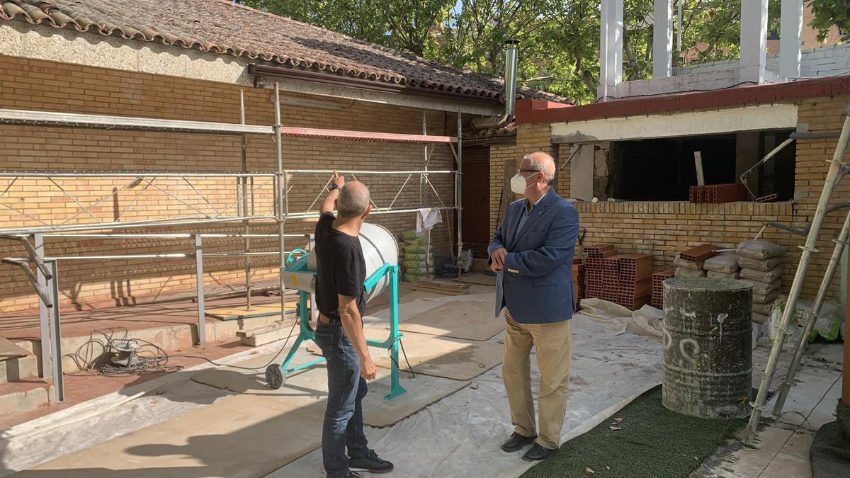 El concejal Jorge Romance visita las obras del cámping de San Jorge en Huesca.