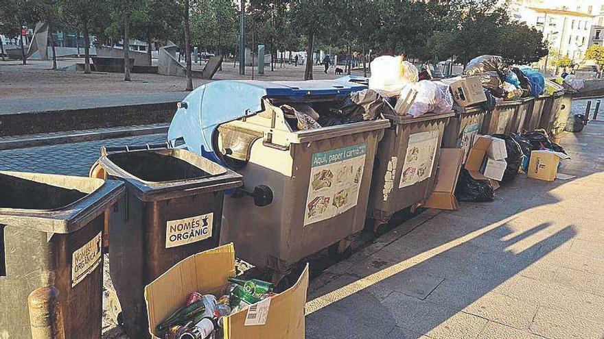 19 agents multaran qui deixi bosses fora dels contenidors o abandoni voluminosos a Girona