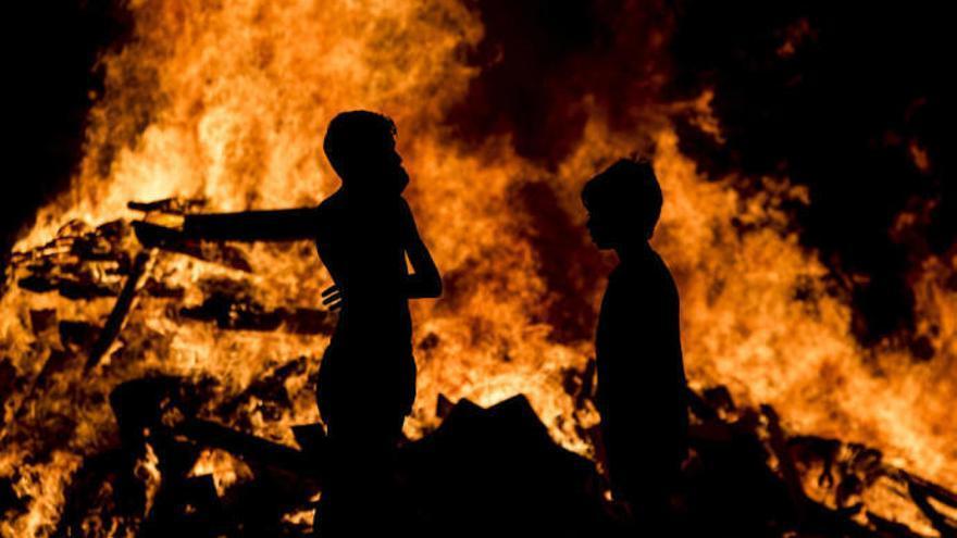 Un 'júa' de 8 metros, fuegos artificiales y música para la Noche de San Juan