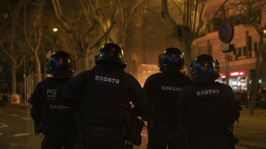 Malestar en los Mossos por la falta de apoyo político ante los disturbios por Hasél