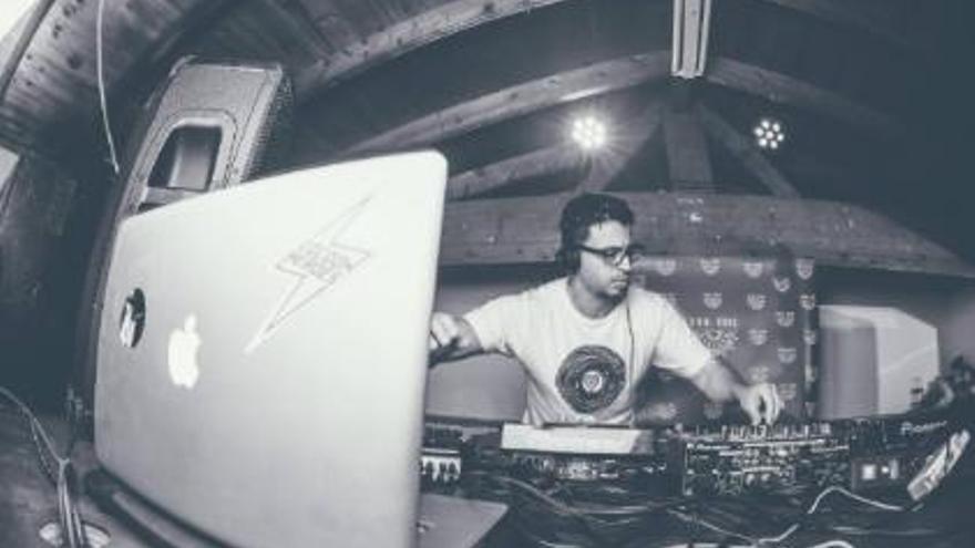 LLEM-C 2020 - Técnicas de DJ por Drummer