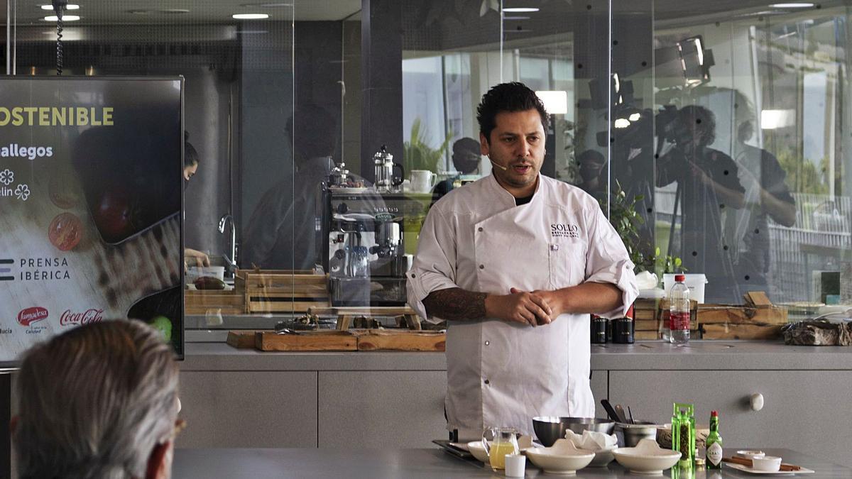 El chef Diego Gallegos, en un momento de su masterclass sobre Gastronomía Sostenible