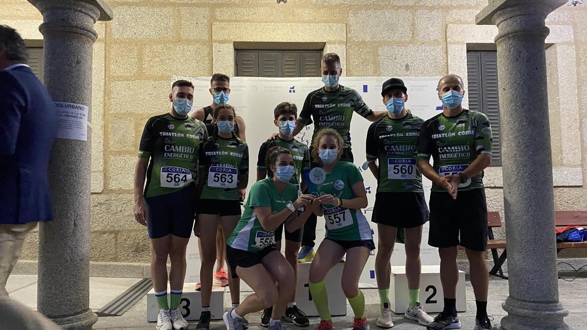 Integrantes del Club Atletismo Coria, el colectivo con más participantes entrados en meta.