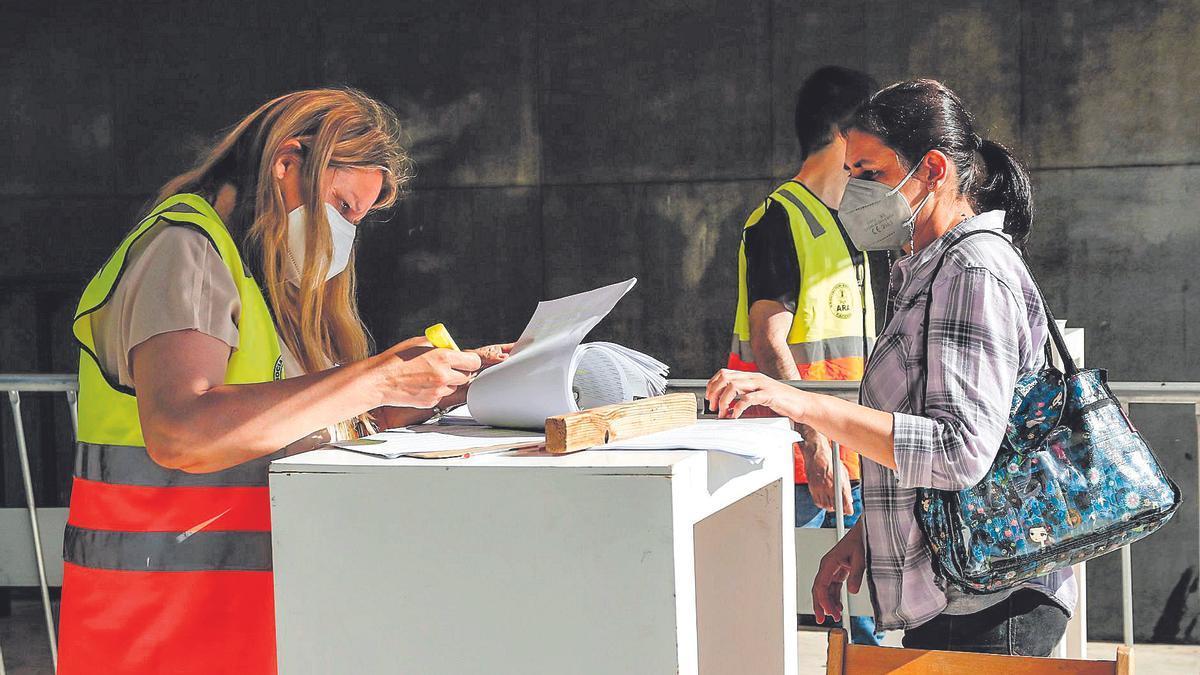Control de vacunación en el Palacio de Congresos de Cáceres.