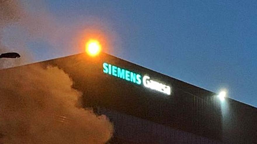 """""""Frente común"""" contra la desindustrialización por el cierre de Siemens Gamesa en As Somozas"""