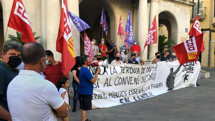 Els treballadors de manteniment públic de Figueres tornen a protestar davant l'Ajuntament