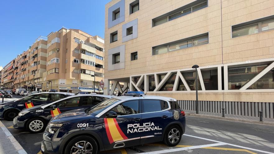 Detenido en Alicante por agredir a un agente que le recriminó no llevar puesta la mascarilla en un autobús