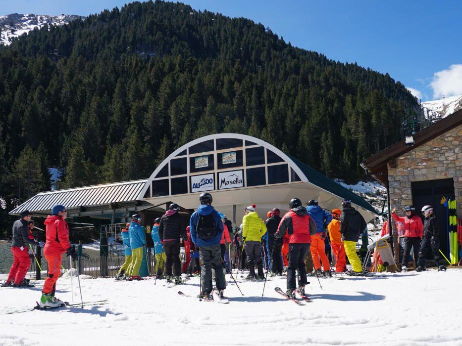 Masella tanca la temporada d'esquí amb màniga curta